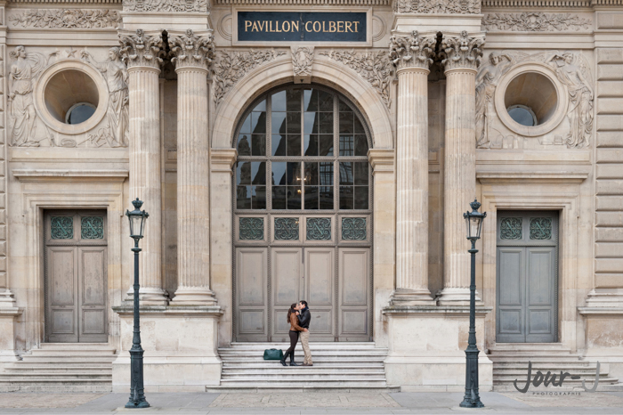photographe-engagenement-louvre-paris