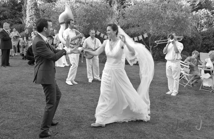 photographe-danse-mariage-provence-Château-la-Tour-Vaucros-jour-j-photographie