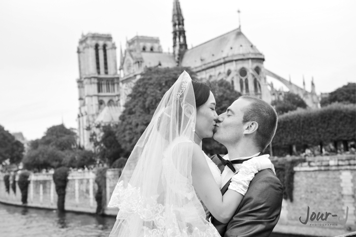 Seance couple - love session a Paris - jour-j-photographie - Sacha-Heron