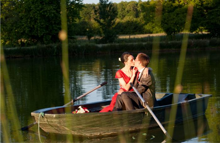 séance de photo de couples sur l'étang du chateau Freslonniere
