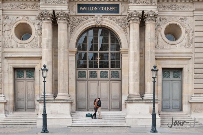 photographe-engagenement-louvre-paris